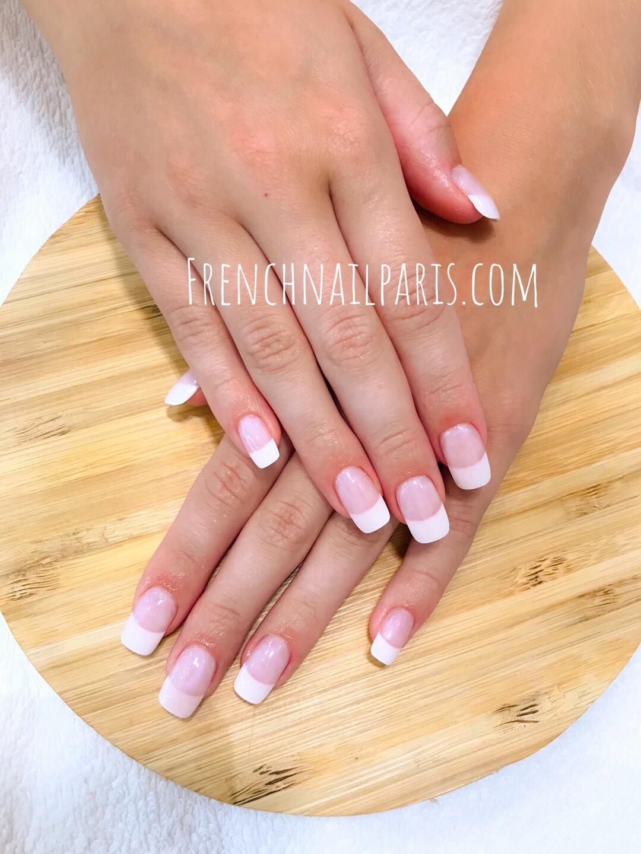Découvrez sans plus tarder cet écrin de beauté et optez pour une beauté des mains avec vernis semi permanent french parfaitement décorées selon vos envies !