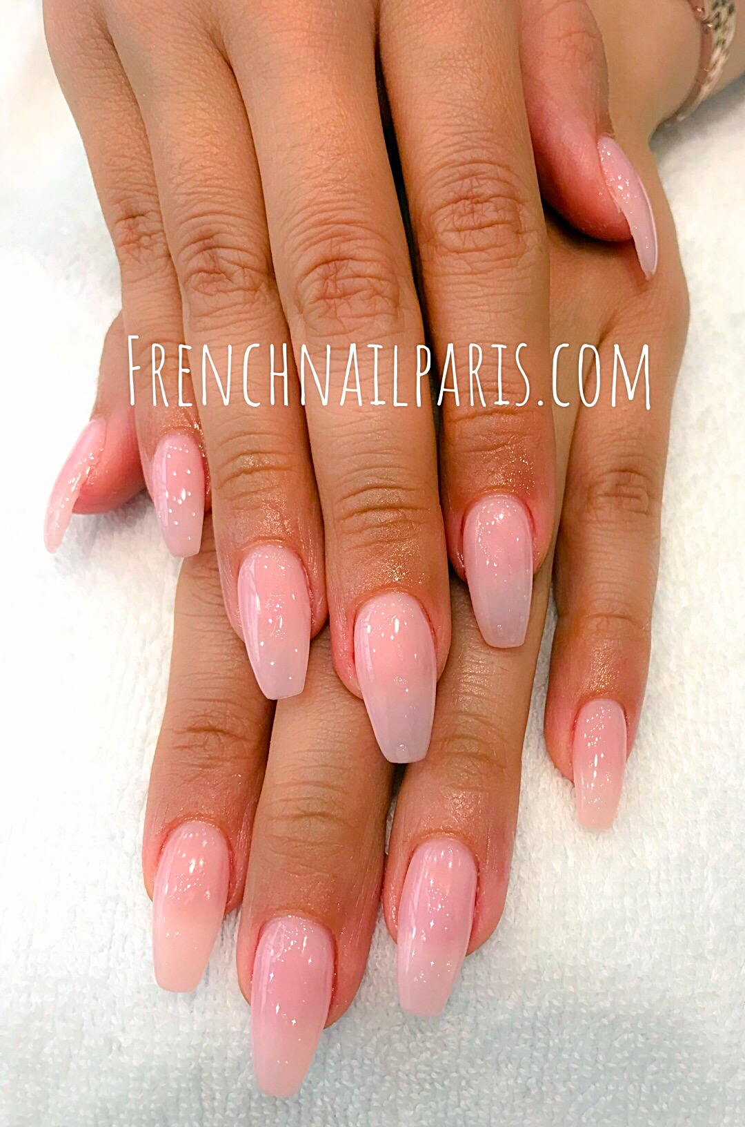 Pose d'ongles avec capsules